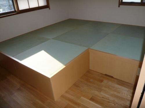 収納家具と無垢のフローリング