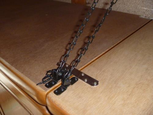 家具転倒防止金物取り付け